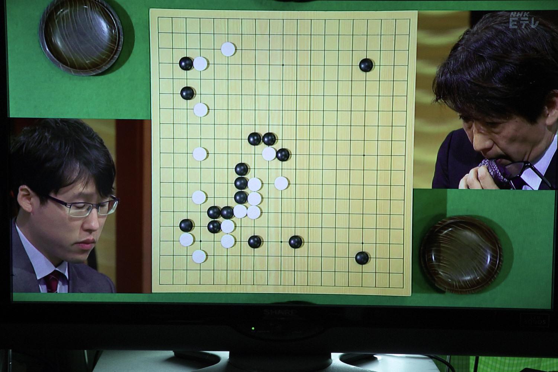 NHK杯戦の囲碁 井山裕太棋聖 対 小林覚9段